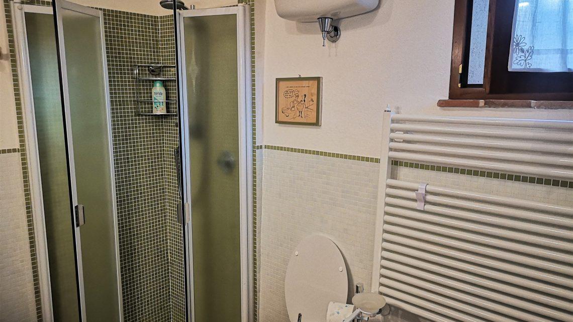 CASA TORTA Monticchiello doccia